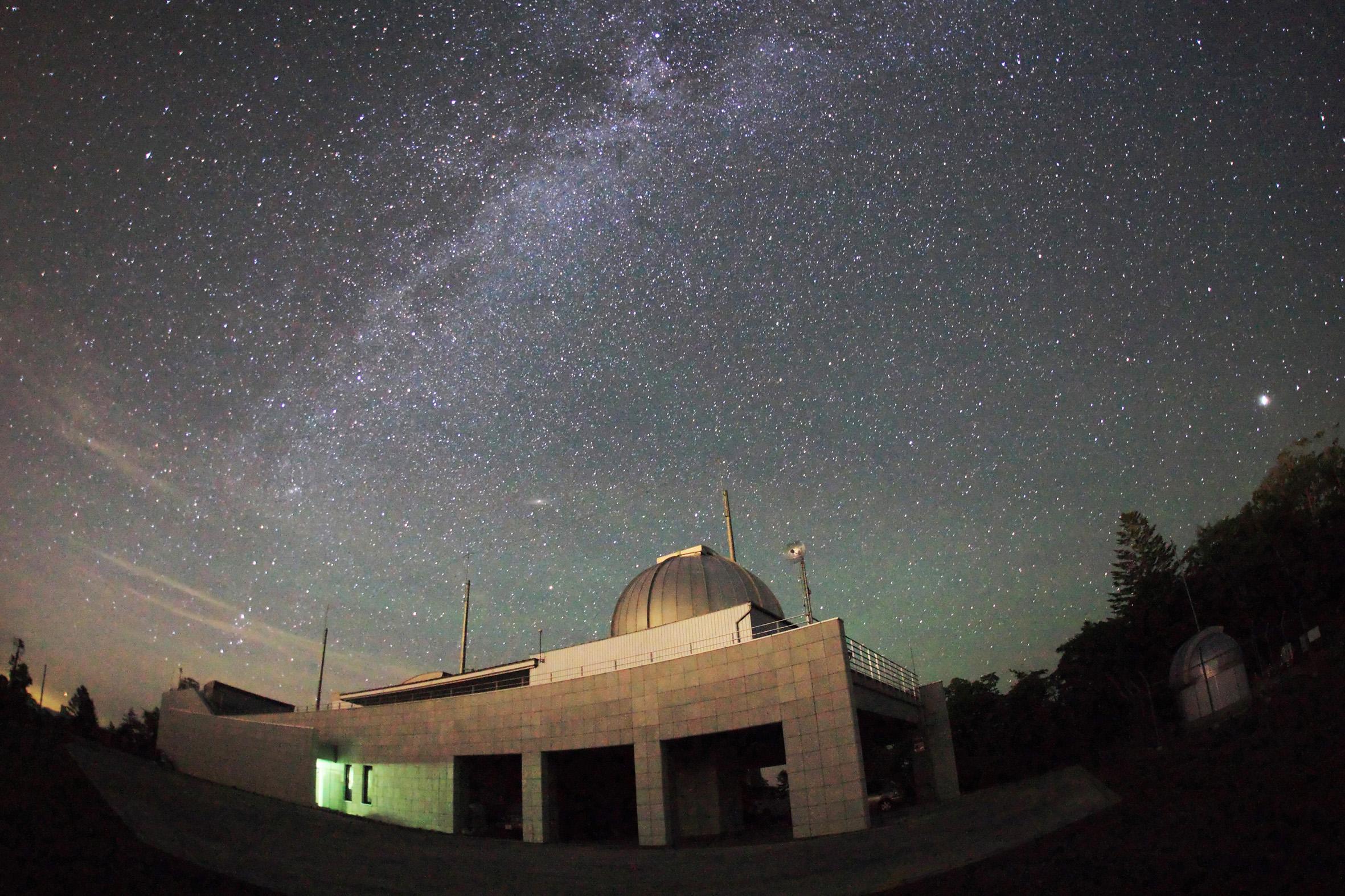 天文台と天の川3m
