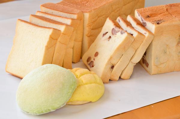 本食パン・甘納豆食パンは地元町民でも並ばないと買えない売り切れ御免の超人気商品です。