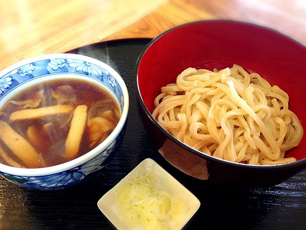 Komni Cafe さらべつ肉汁つけうどん(さらべつさんうどん生麺使用)