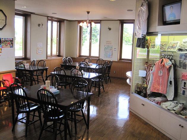 カフェ・ド・アドバンス 店内