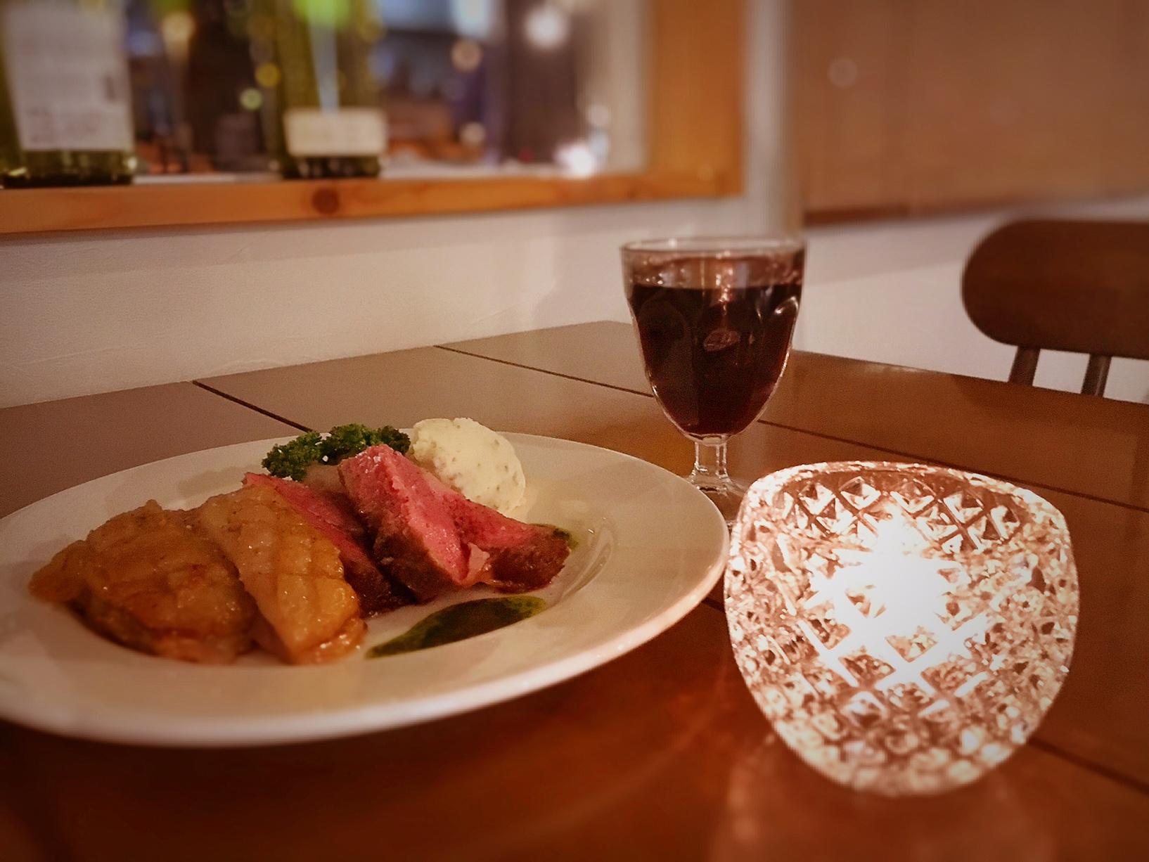 夜はキャンドルの灯りでゆっくりとディナー。