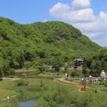 かぶと池を望む本別公園