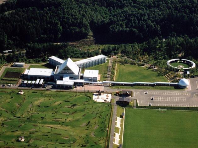 足寄町市街地を見下ろす小高い丘の上にあり、パークゴルフ場やサッカー場も整備されている。