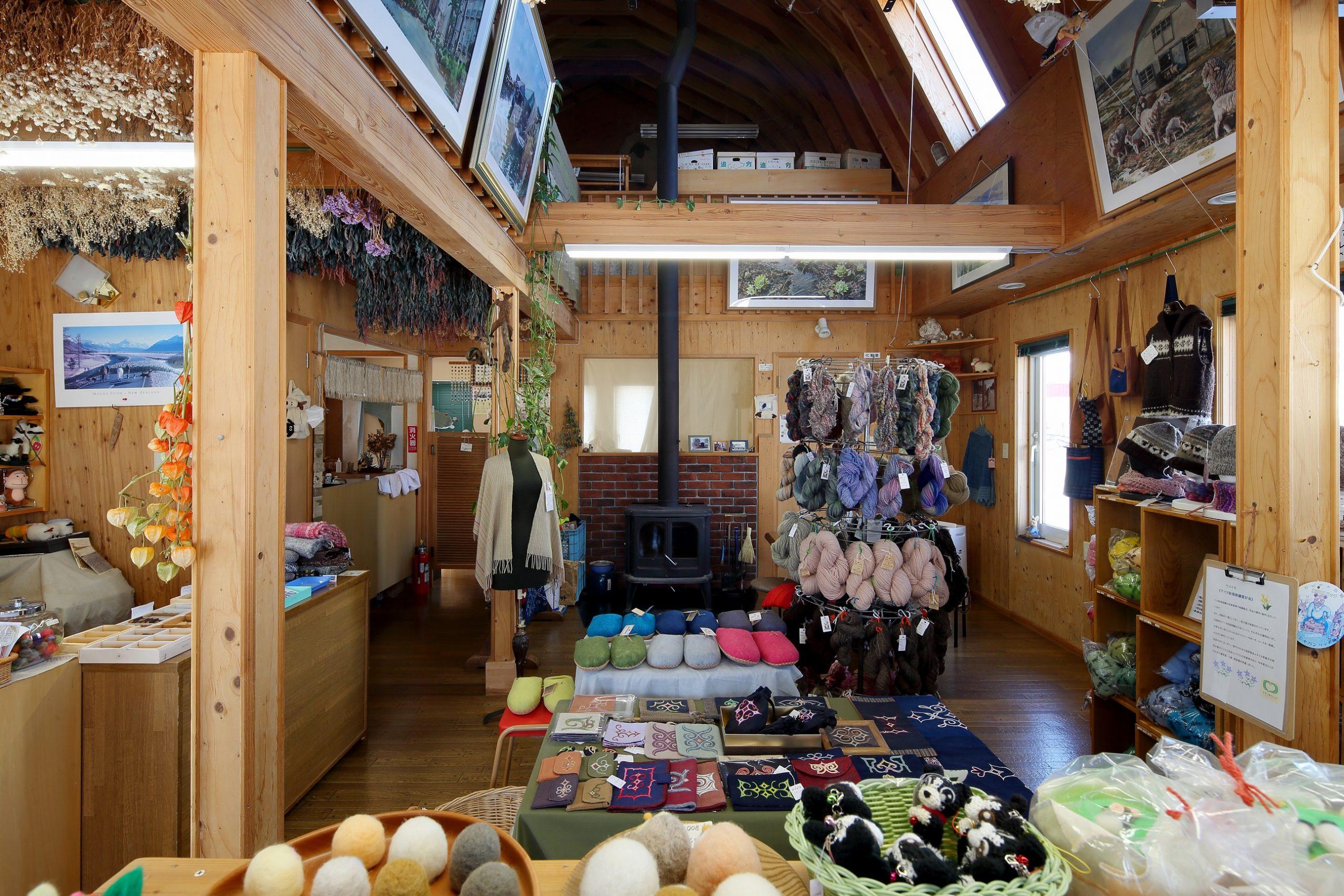 スピナーズファームタナカ産の羊毛、手紡ぎ毛糸や、羊毛作品を販売しています。(ニット製品のご注文もお受けしています。)
